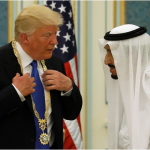 Трамп получил золотую медаль от короля саудитов
