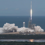 SpaceX впервые доставил груз на орбиту