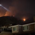 Сильный пожар уничтожил 150 домов в Калифорнии